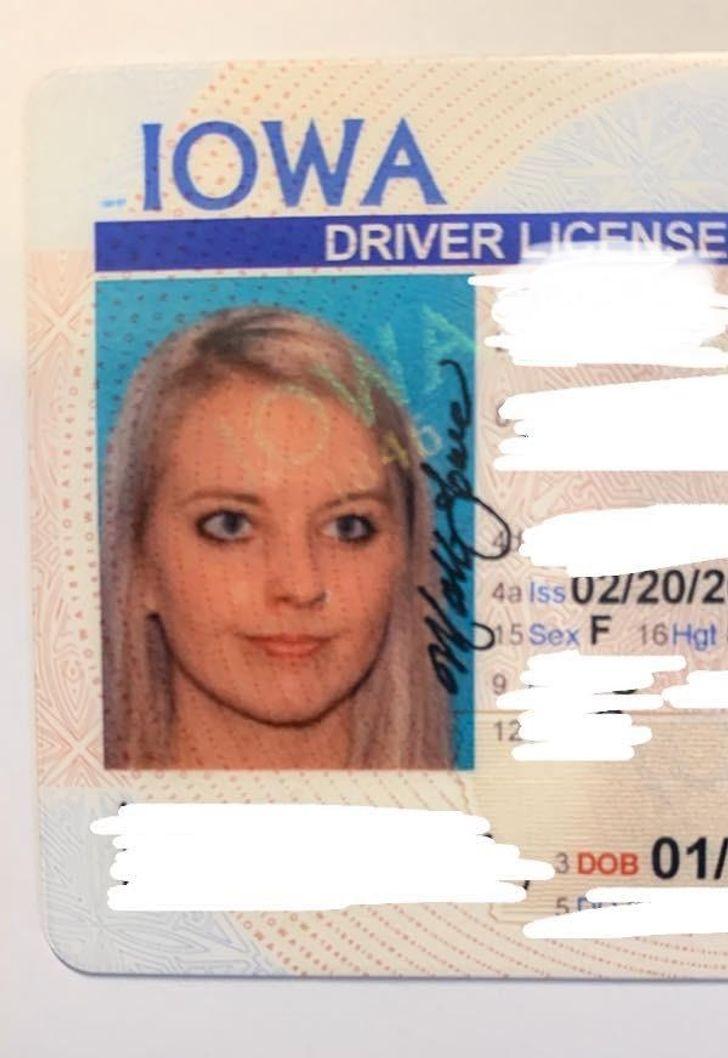 фото блондинки на водительских правах