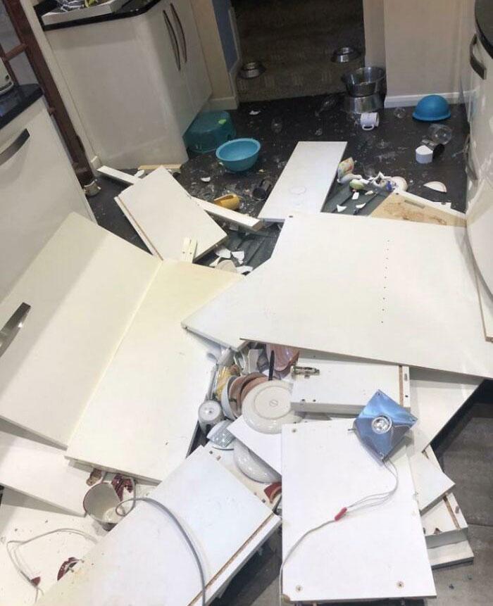 кухонный шкафчик на полу