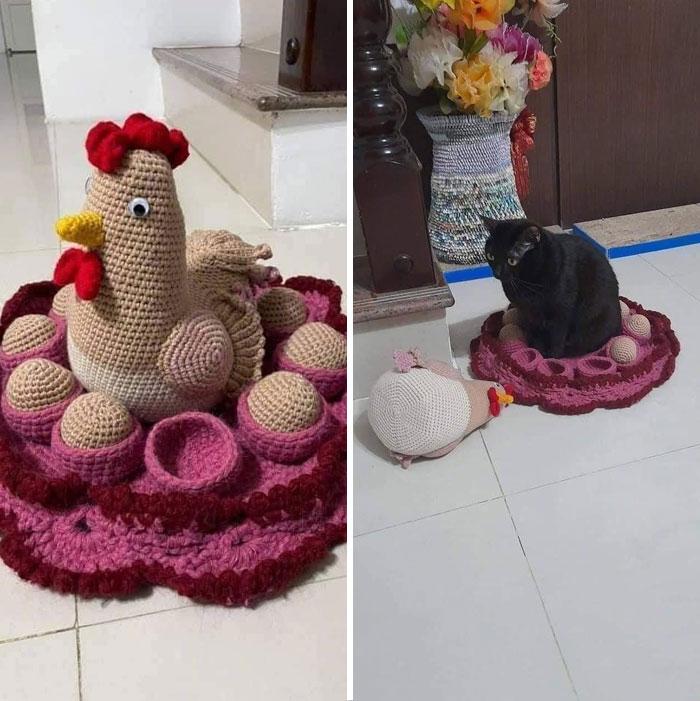 черный кот и вязаная курица с яйцами