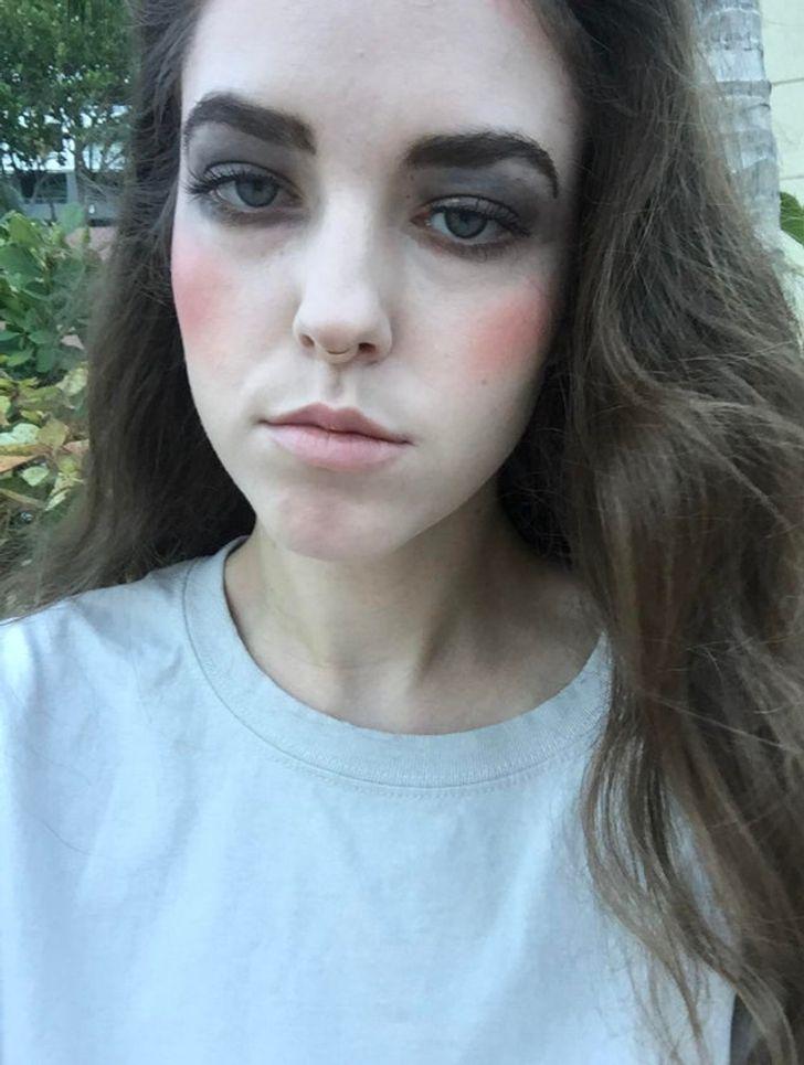 девушка шатенка с серыми тенями на глазах