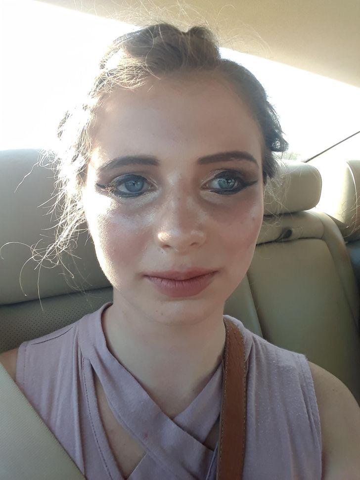 девушка в салоне авто