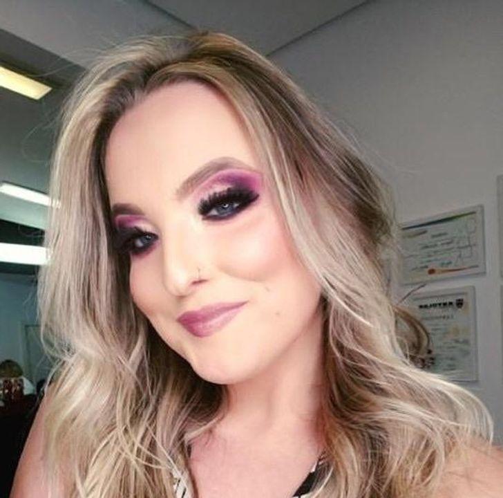 девушка с розовыми тенями на глазах