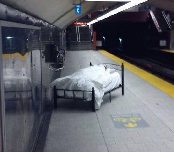 10+ доказательств того, что метро – очень странное место Жизнь,Приколы,жизнь,люди,метро,приколы